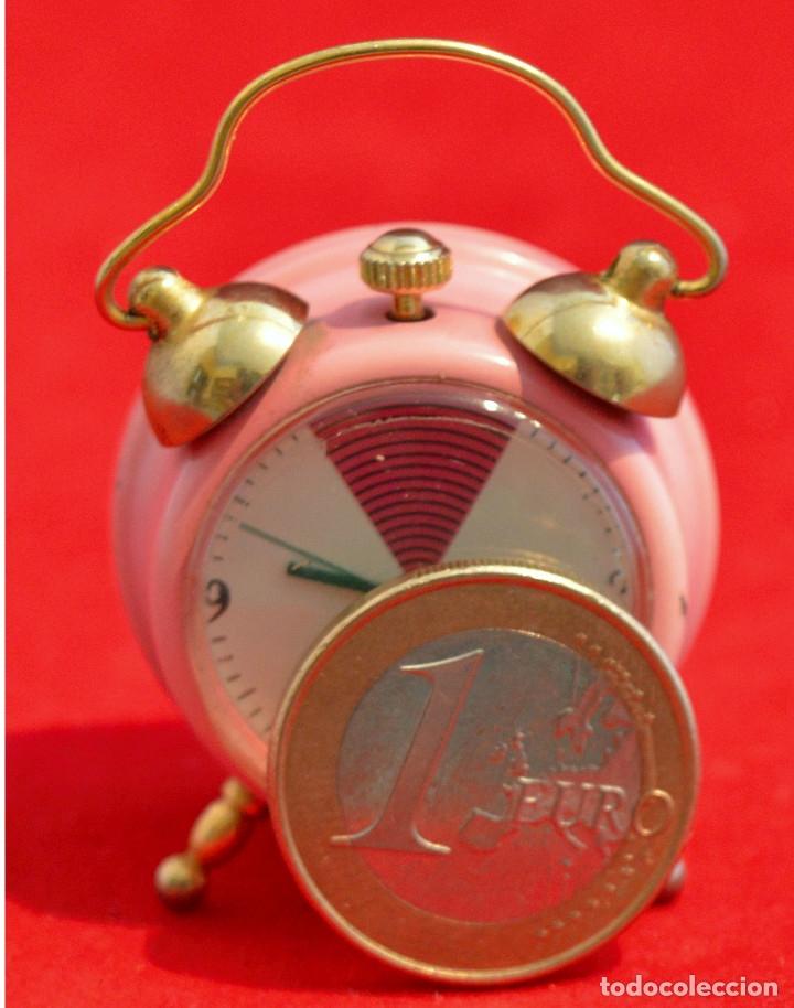 Relojes de carga manual: BONITO RELOJ DE CARGA MANUAL EN MINIATURA EN FORMA DE ANTIGUO DESPERTADOR FUNCIONANDO - Foto 5 - 57574333