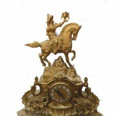Relojes de carga manual: RELOJ SOBREMESA BRONCE DORADO - CABALLERO Y HALCÓN. Lote 178973183