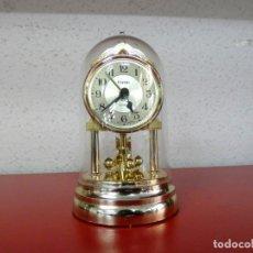 Relojes de carga manual: MINI RELOJ DE SOBREMESA - KUNDO - PÉNDULO DE BOLAS - CÚPULA DE CRISTAL. Lote 179012657
