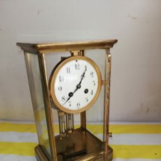 Relojes de carga manual: ANTIGUO Y PEQUEÑO RELOJ DE VITRINA CON PÉNDULO DE MERCURIO SIGLO XIX. Lote 179334618