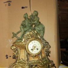 Relojes de carga manual: ANTIGUO RELOJ FRANCÉS EN BRONCE CON INCRUSTACIONES DE ALABASTRO SIGLO XIX. Lote 179334740