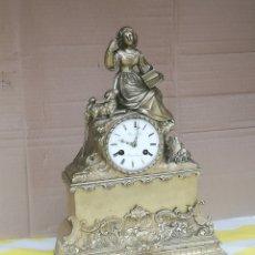 Relojes de carga manual: RELOJ ANTIGUO ÉPOCA PRIMER IMPERIO BRONCE DORADO MUY DETALLADO. Lote 179334841