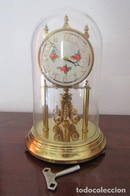 ANTIGUO RELOJ MESA MECÁNICO ALEMÁN DE CUERDA QUE DURA 400 DÍAS AÑOS 40 - 50 MARCA KUNDO Y FUNCIONA (Relojes - Sobremesa Carga Manual)
