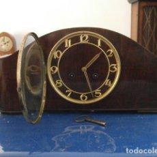 Relojes de carga manual: RELOJ MECÁNICO ANTIGUO ALEMÁN CHIMENEA MESA SOBREMESA FUNCIONA DA CAMPANADAS FABRICADO AÑOS 1930/40. Lote 180193848