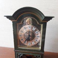 Relojes de carga manual: RELOJ SCHMID 8 DAYS CLOCK GERMANY- RELOJ MINIATURA A CUERDA CON PENDULO. Lote 180417775