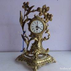 Relojes de carga manual: ANTIGUO AÑOS 60 RETRO VINTAGE RELOJ GRUESO Y REPUJADO BRONCE A CUERDA FUNCIONANDO COMPLETO. Lote 181418128