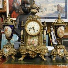 Relojes de carga manual: PRECIOSO RELOJ GUARNICION MAQUINA PARIS AZUL COBALTO BRONCE ORO ESCENAS GALANTES. Lote 181556516