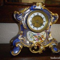 Relojes de carga manual: RELOJ PORCELANA CON MAS DE 150 AÑOS, MEDIDAS ALTO 26 CM, ANCHO 24 CM, VER FOTOS. Lote 181890131