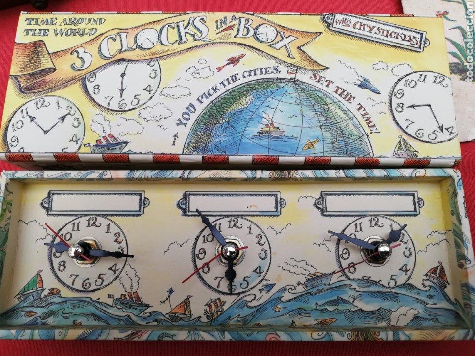 RELOJ... O RELOJES.. EN CAJA CARTÓN COLOREADA MARCA AMERICANA.. ESTADOS UNIDOS...HORARIOS MUNDIALES (Relojes - Sobremesa Carga Manual)