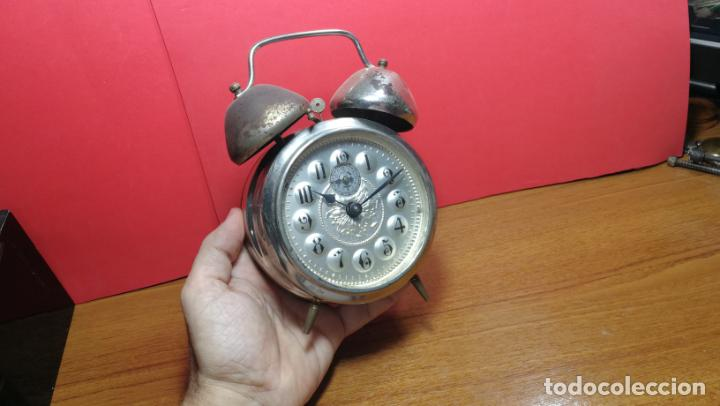 Relojes de carga manual: Reloj despertador de la guerra civil española, marca EL AGUILA, años 30 - Foto 2 - 184818558