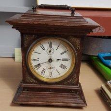 Relojes de carga manual: RELOJ DE MESA A CUERDA - AÑOS 50 - DE MADERA. Lote 186150027