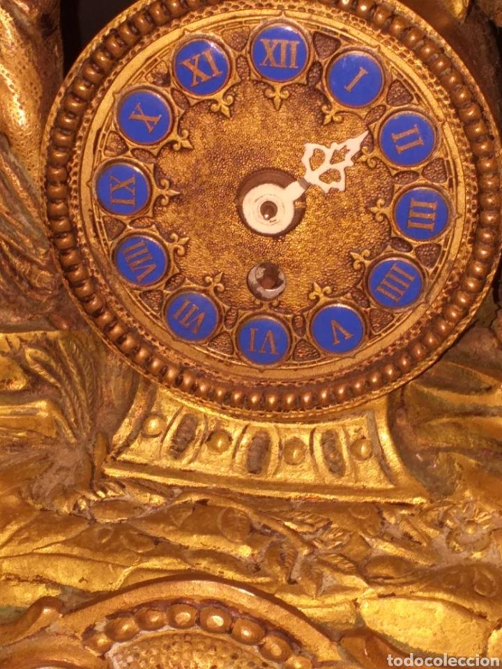 RELOJ DE BRONCE PEGADA EN MÁRMOL (Relojes - Sobremesa Carga Manual)