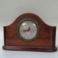 Relojes de carga manual: RELOJ SOBREMESA, SOPORTE DE MADERA. Lote 187313085