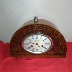 Relojes de carga manual: ANTIGUO RELOJ CHIMENEA MADERA CON MARQUETERÍA CON SONERIA SIGLO XIX. Lote 187501457