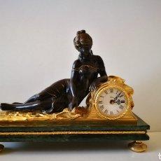 Relojes de carga manual: RELOJ ALTA DECORACIÓN SOHER, 36CM(ALT)X45X17 CM, PEANA DE MARMOL, FIGURA DE BRONCE, DORADO MERCURIO.. Lote 187522646