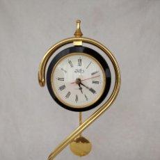 Relojes de carga manual: RELOJ DE SOBREMESA CON PÉNDULO. Lote 187627276