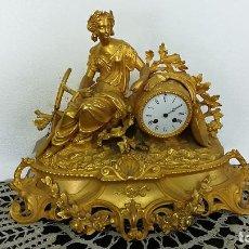 Relojes de carga manual: RELOJ SOBREMESA DE CALAMINA DORADA DAMA DE LA SIEMBRA SIGLO XIX. Lote 189254827