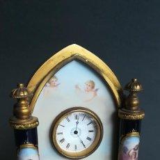 Relojes de carga manual: RELOJ EN MINIATURA CON PORCELANA SEVRES SIGLO XIX. Lote 189255841