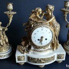 Relojes de carga manual: RELOJ DE SOBREMESA BRONCE DORADO LUIS XVI CON GUARNICION DE CANDELABROS. Lote 189256306