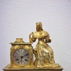 Relojes de carga manual: RELOJ SOBREMESA ISABELINO DE BRONCE DORADO. Lote 189262231