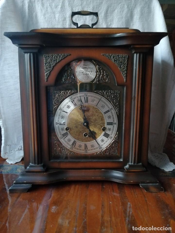 Relojes de carga manual: ANTIGUO RELOJ DE SOBREMESA TEMPUS FUGIT.SONIDO TIPO WESTMINSTER .TOCA TAMBIÉN LOS CUARTOS. - Foto 2 - 191318551