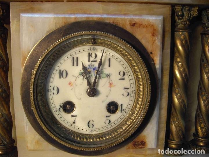 Relojes de carga manual: RELOJ MESA MARMOL BLANCO JASPEADO - Foto 5 - 192256823