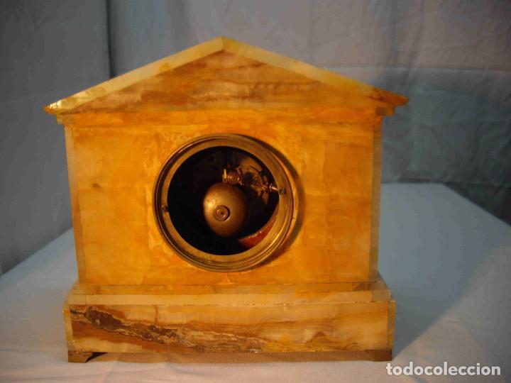 Relojes de carga manual: RELOJ MESA MARMOL BLANCO JASPEADO - Foto 12 - 192256823