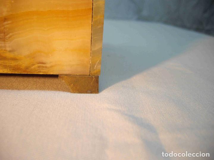 Relojes de carga manual: RELOJ MESA MARMOL BLANCO JASPEADO - Foto 13 - 192256823