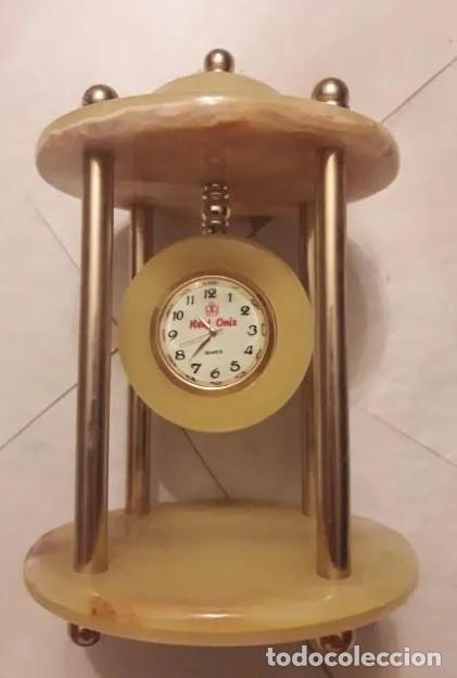 ANTIGUO RELOJ DE SOBREMESA ONIX, CON PALIO Y BASE DE MÁRMOL TRAVENTINO. INN -750 (Relojes - Sobremesa Carga Manual)