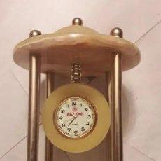 Relojes de carga manual: ANTIGUO RELOJ DE SOBREMESA ONIX, CON PALIO Y BASE DE MÁRMOL TRAVENTINO. INN -750. Lote 192552608