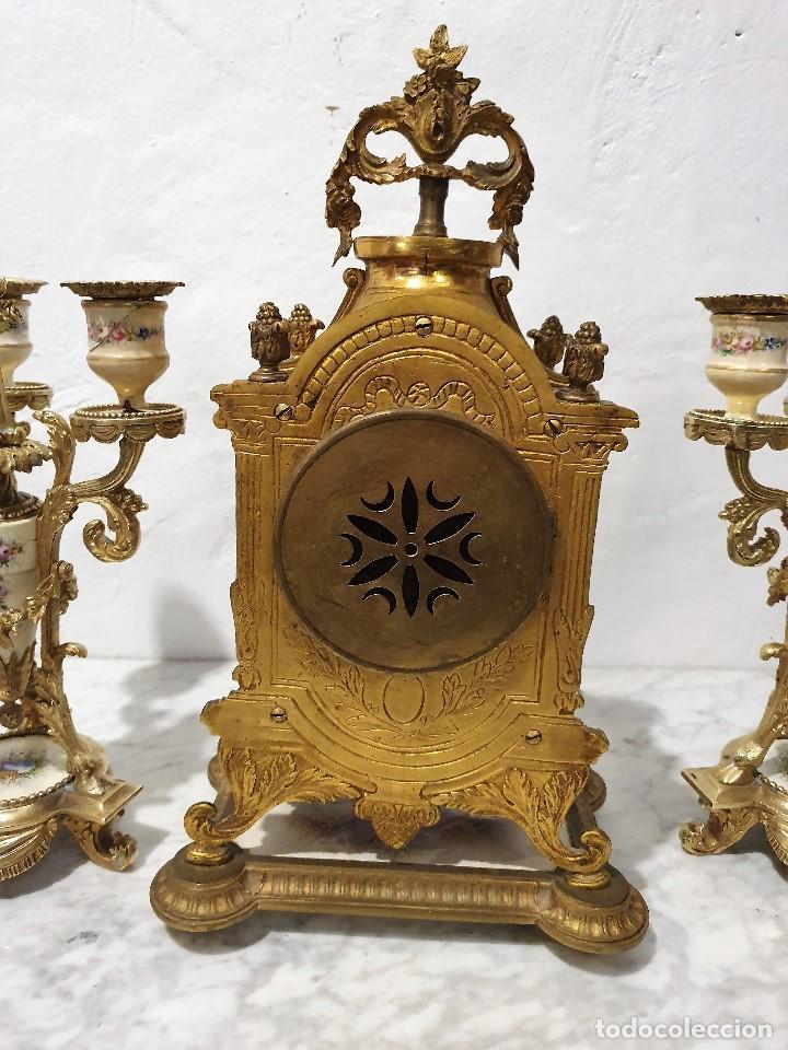 Relojes de carga manual: ANTIGUO RELOJ DE SOBREMESA DE PORCELANA Y BRONCE CON GUARNICION - Foto 9 - 193002816