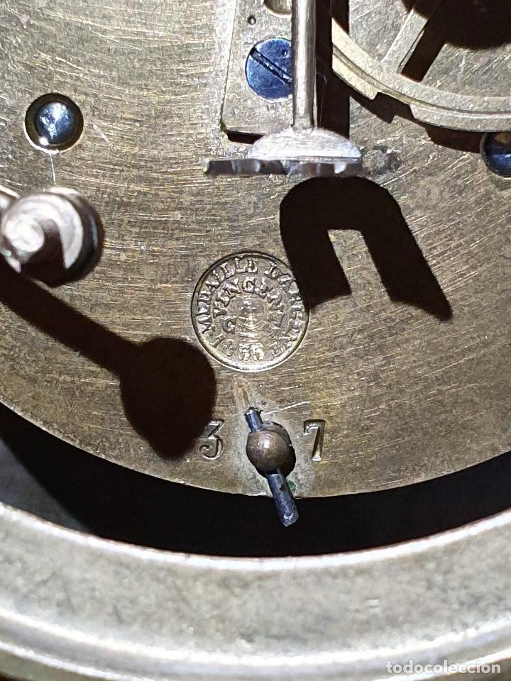 Relojes de carga manual: ANTIGUO RELOJ DE SOBREMESA DE PORCELANA Y BRONCE CON GUARNICION - Foto 10 - 193002816