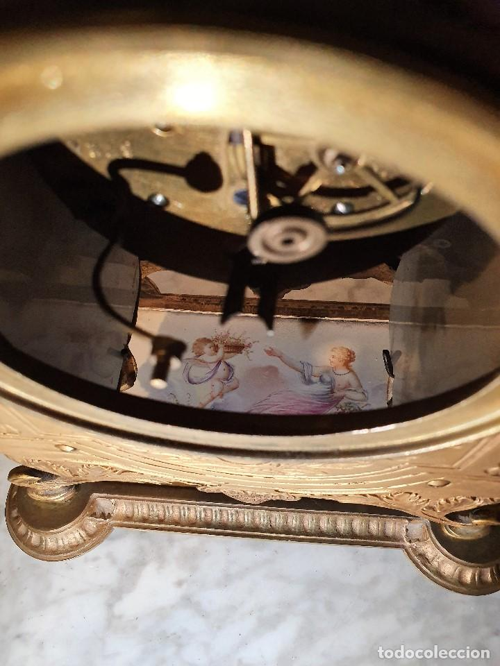 Relojes de carga manual: ANTIGUO RELOJ DE SOBREMESA DE PORCELANA Y BRONCE CON GUARNICION - Foto 12 - 193002816