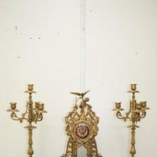 Relojes de carga manual: RELOJ ANTIGUO LUIS XV BRONCE CON GUARNICIÓN. Lote 194263981