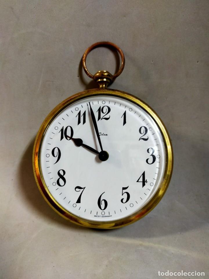 RELOJ DE SOBREMESA CARGA MANUAL, IDEA, WEST GERMANY, EN LATON DORADO (Relojes - Sobremesa Carga Manual)