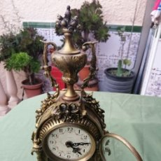Relojes de carga manual: RELOJ ANTIGUO DE BRONCE DEL SIGLO XIX, FIGURA DE COPA. Lote 194495912