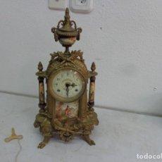 Relojes de carga manual: MUY ANTIGUO PRINCIPIOS 1900 Y PREIOSO RELOJ CUERDAS Y SONERIA HORAS Y MEDIAS BRONCE PORCELANA FUNCI. Lote 194519178