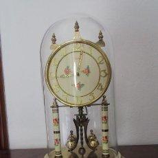 Relojes de carga manual: ANTIGUO RELOJ MESA MECÁNICO ALEMÁN DE CUERDA QUE DURA 400 DÍAS AÑOS 1940 - 50 MARCA KUNDO Y FUNCIONA. Lote 194613152