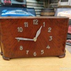 Relojes de carga manual: RELOJ DE SOBREMESA MADERA DE NOGAL ART-DÉCO.¡¡¡¡¡¡¡MAQUINARIA AUTOMÁTICA!!!!!!!!!. Lote 194628415