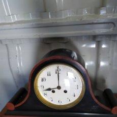 Relojes de carga manual: ANTIGUO RELOJ FRANCÉS DE CHIMENEA MÁRMOL NEGRO Y ROJO GRAN ESFERA SIGLO XIX. Lote 194649550