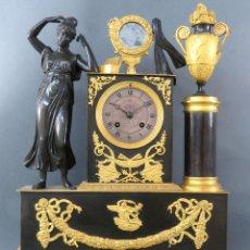 Relojes de carga manual: RELOJ IMPERIO EN BRONCE DORADO Y PAVONADO MAQUINARIA TIPO PARÍS FRANCIA PRIMER TERCIO SIGLO XIX. Lote 194669425