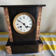 Relojes de carga manual: RELOJ ANTIGUO FRANCÉS DE MÁRMOL NEGRO SIGLO XIX. Lote 194677180