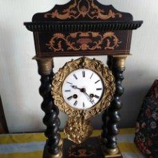 Relojes de carga manual: ANTIGUO RELOJ PÓRTICO CON MARQUETERÍA SIGLO XIX. Lote 194679915