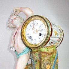 Relojes de carga manual: ESPECTACULAR FIGURA TIPO MEISSEN Y RELOJ 1773 ANTIGUA SELLADA MARCADA. Lote 194734826