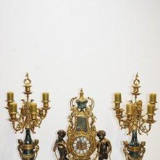 Relojes de carga manual: RELOJ CON GUARNICIÓN BRONCE Y MÁRMOL, ESTILO IMPERIO. Lote 194754168