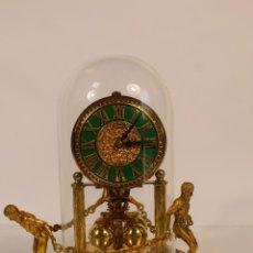 Relojes de carga manual: RELOJ DE URNA MARCA KEM EN BRONCE. Lote 195161306