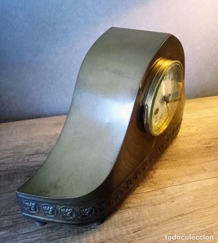Relojes de carga manual: Conjunto de reloj patinado en latón, con jarrones. - Foto 6 - 195232100