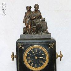 Relojes de carga manual: RELOJ SOBREMESA DE MARMOL CON FIGURA. Lote 195268425