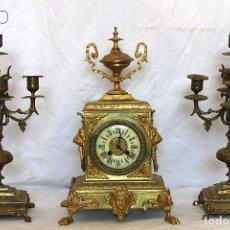 Relojes de carga manual: RELOJ SOBREMESA DE BRONCE CON GUARNICIÓN. Lote 195269618