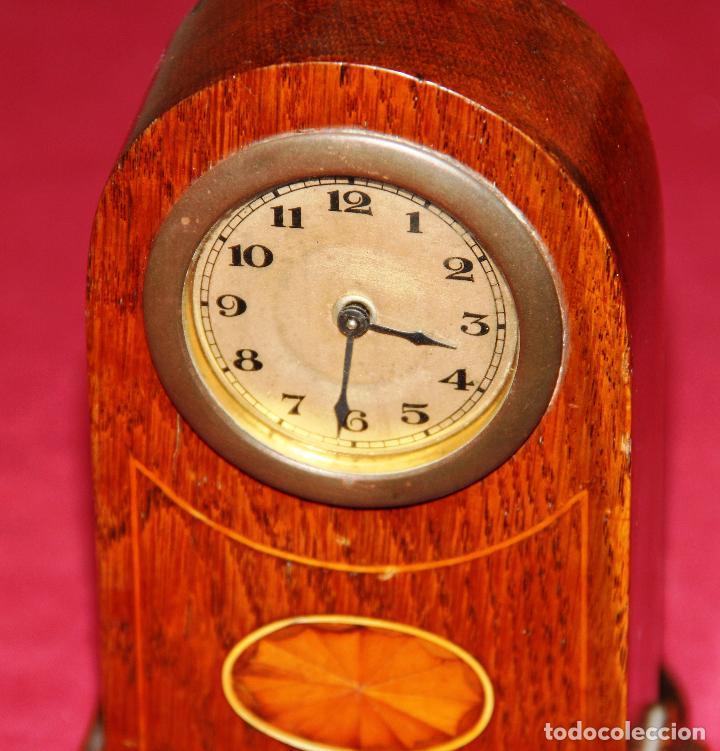 Relojes de carga manual: ANTIGUO RELOJ DE SOBREMESA DE MADERA - Foto 2 - 195302996